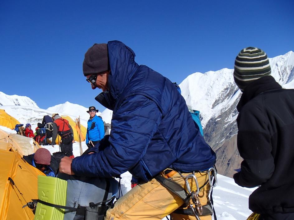 Tento Američan poľského pôvodu má za sebou 8 osemtisícoviek a už 18 rokov  organizuje treky a horolezecké výpravy do Himalájí a iných častí sveta. 5f6beb5034f