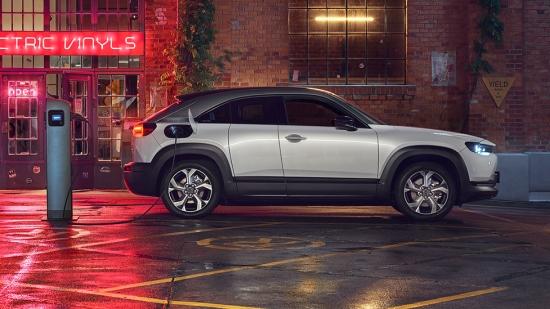 Mazda MX-30. Dobíjajte energiu rok zadarmo.